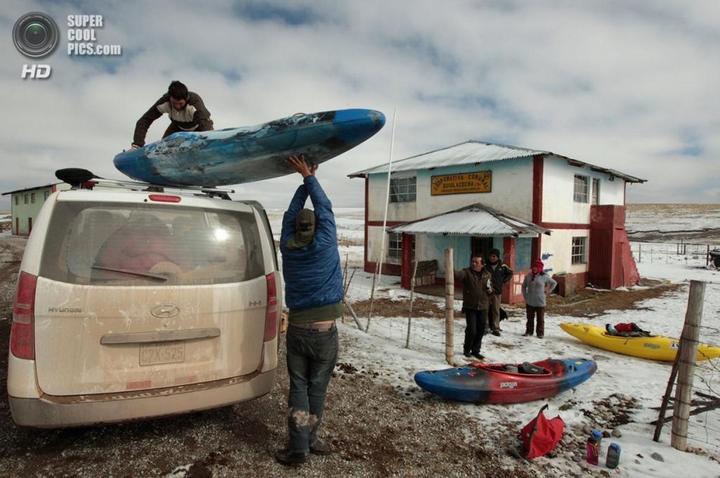 Перу. Томбильо, Паско. 20 августа 2012 года. Незапланированная остановка. (Erich Schlegel/ZUMA Press)