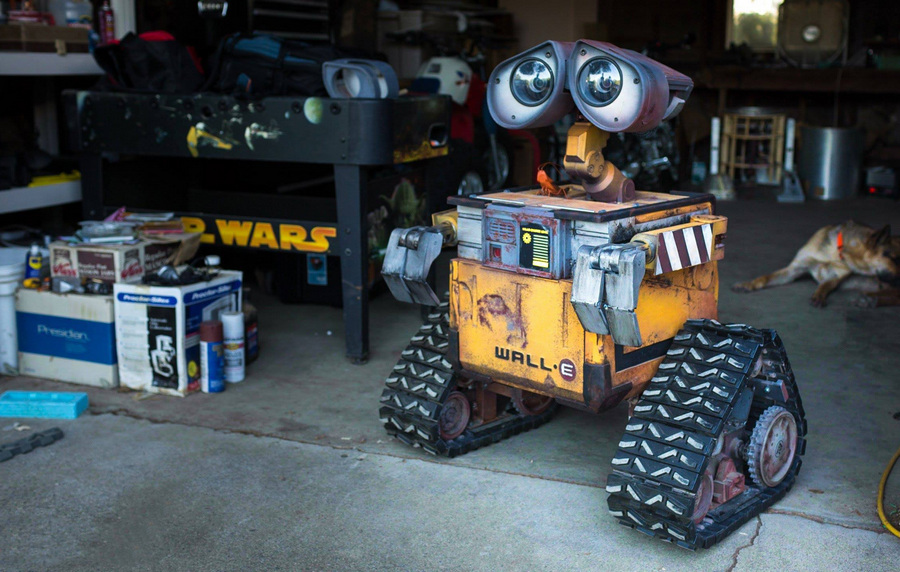 Робот WALL-E в натуральную величину (фото + HD-видео)