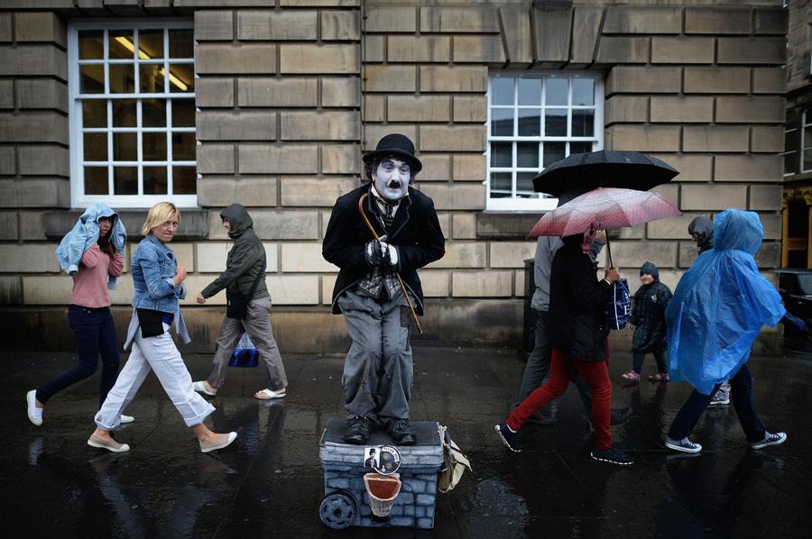 Великобритания. Эдинбург, Шотландия. На Эдинбургском Фриндже. (Jeff J. Mitchell/Getty Images)