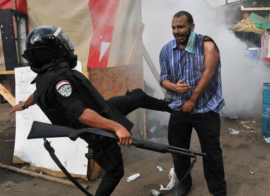 Каир утопает в крови (18 фото + HD-видео)