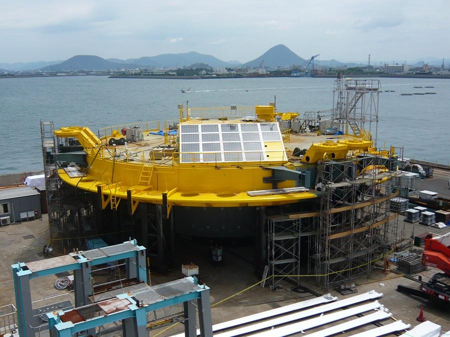 Платформа-поплавок гибридной ветроприливной турбины SKWID. (MODEC)