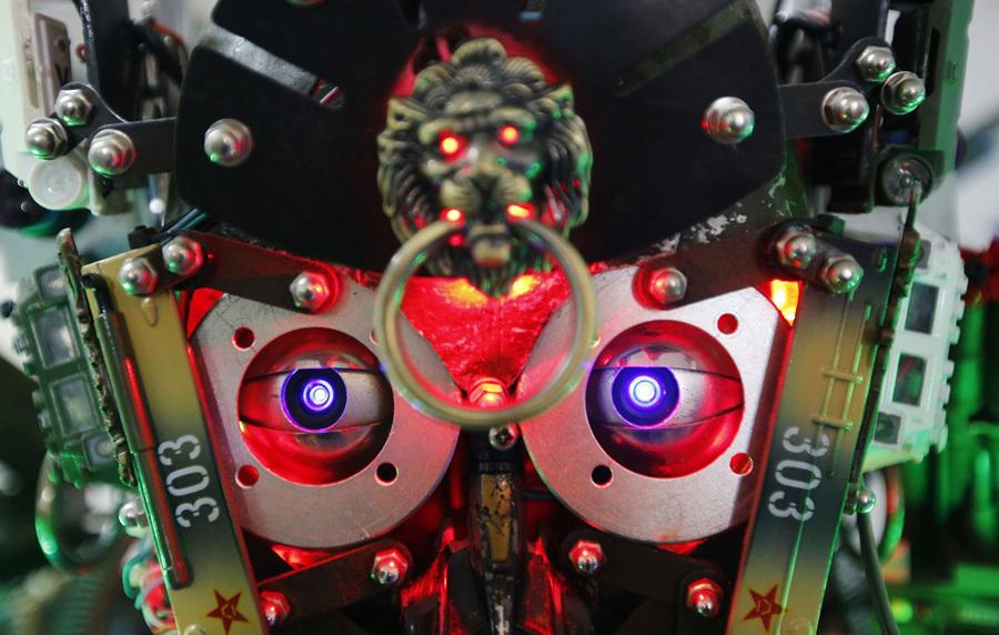 Китай. Пекин. 8 августа. Робот-гуманоид «Король инноваций». (REUTERS/Kim Kyung-Hoon)
