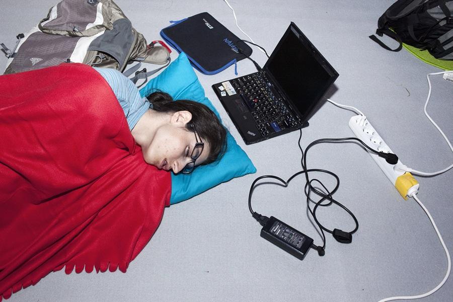 Нидерланды. Норд-Схарвауде, Северная Голландия. 31 июля. На хакерском фестивале OHM2013, который проводится раз в четыре года в формате кемпинга на открытом воздухе. (ANP/Jerry Lampen)