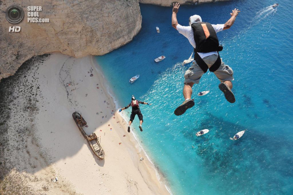 Атлеты: Хуберт Шобер, Кедли Оливети. Место: Закинф, Греция. (Dimitrios Kontizas/Red Bull Illume)