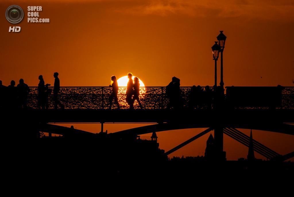 Франция. Париж. Мост Искусств. (Kristhian Mason)