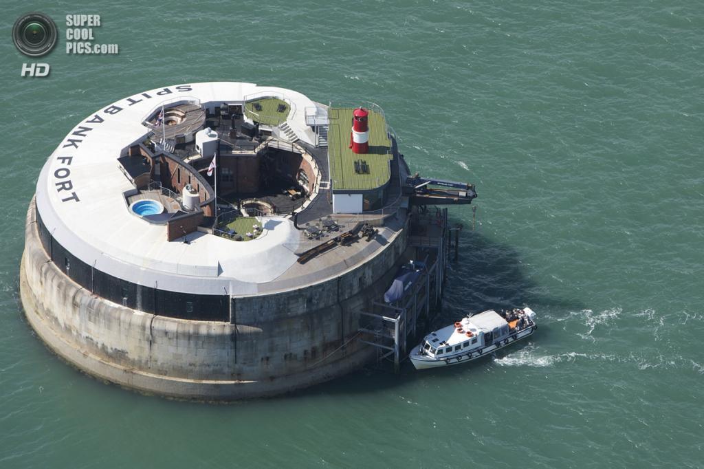 Великобритания. Хэмпшир, Англия. Остров-форт-отель Spitbank Fort. (Amanda Retreats)
