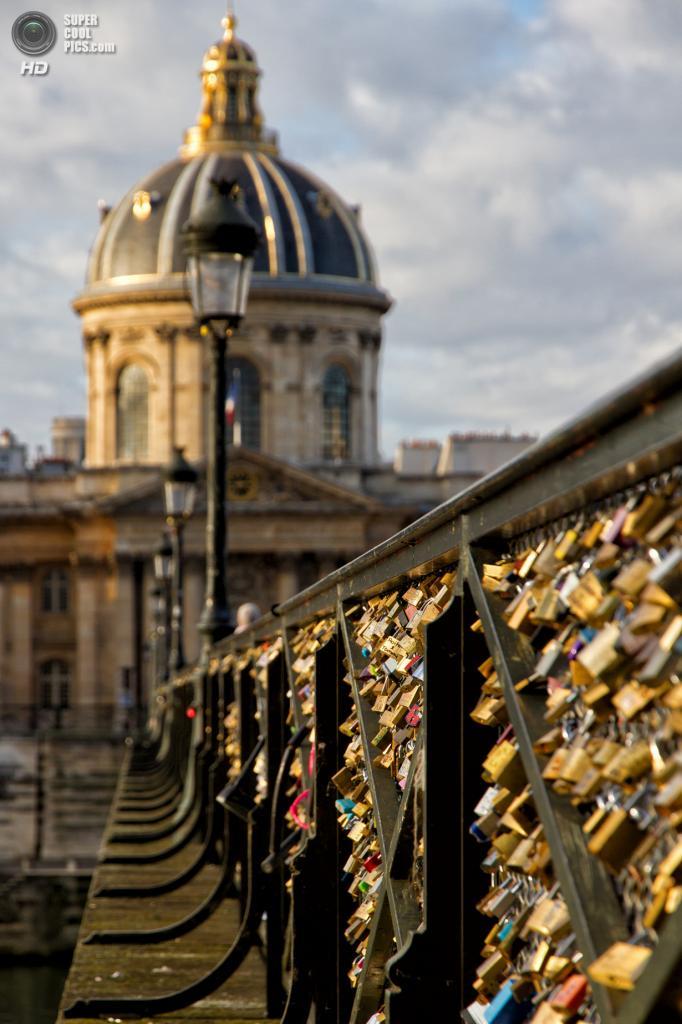Франция. Париж. Мост Искусств. (Phillip Brown)