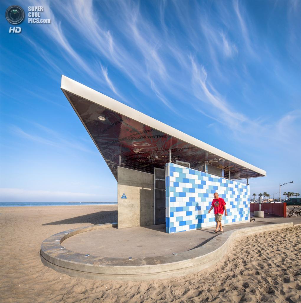 США. Ошен-Бич, Калифорния. Станция комфорта Ошен-Бич, спроектированная Kevin deFreitas Architects. (Tim Mantoani)