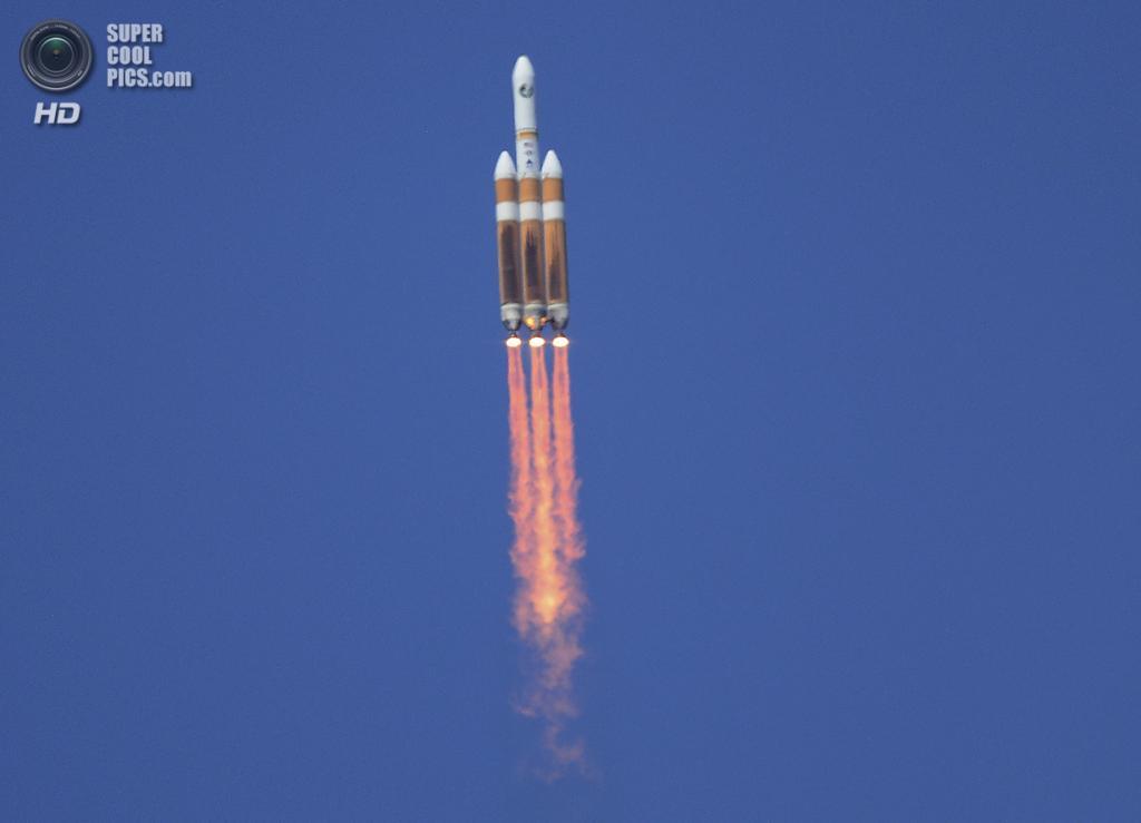 США. Калифорния. 28 августа. Запуск тяжелой ракеты-носителя «Дельта-4» с засекреченным спутником. (REUTERS/Gene Blevins)