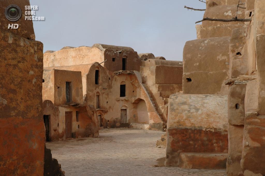 Тунис. Ксар-Улед-Солтане близ Татауина. (Debarella)