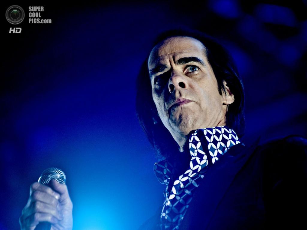 Нидерланды. Биддингхёйзен, Флеволанд. 18 августа. Фронтмен австралийской рок-группы Nick Cave and the Bad Seeds Ник Кейв. (NRC/Andreas Terlaak)