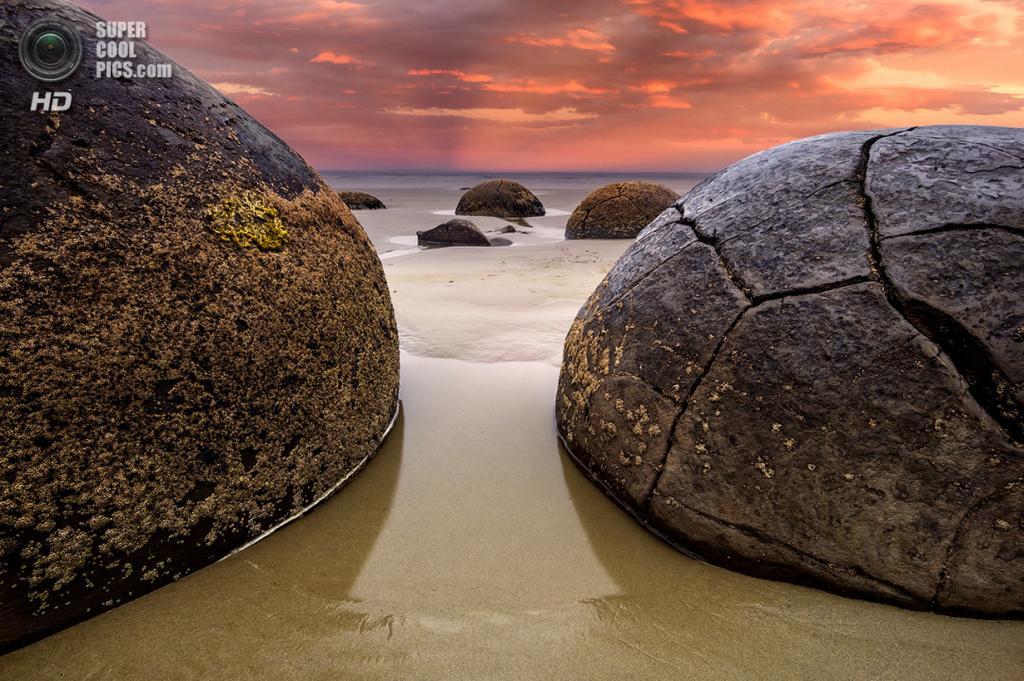 Новая Зеландия. Отаго. Валуны Моераки. (Byron Prukston)