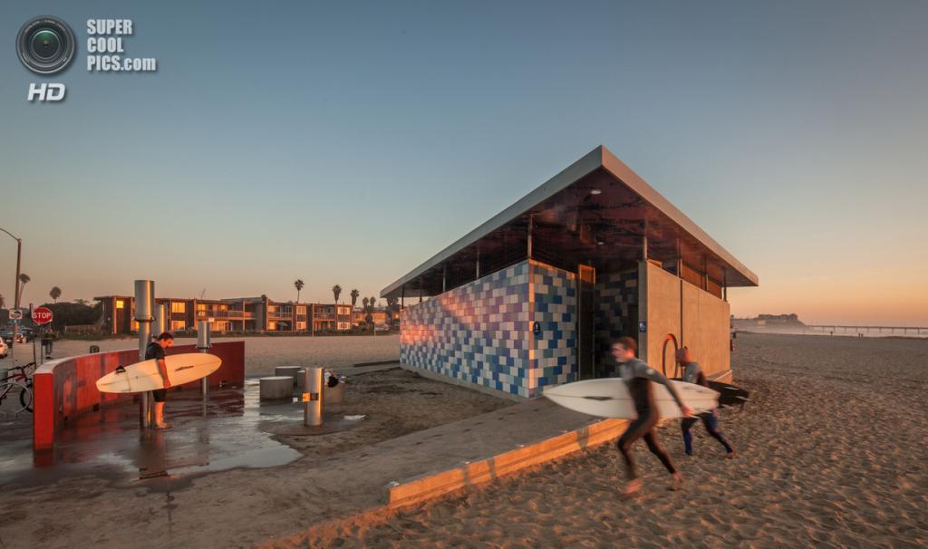 США. Ошен-Бич, Калифорния. Станция комфорта Ошен-Бич, спроектированная Kevin deFreitas Architects. (Darren Bradley)