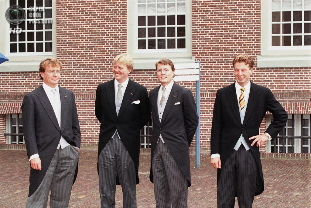 1998 год. Нидерланды. Апелдорн. Принцы Фризо, Виллем-Александр и  Константин. (ANP PHOTO ROYAL IMAGES)
