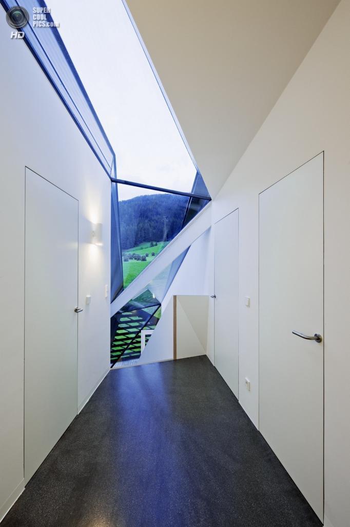 Италия. Сесто, Южный Тироль. Частный дом Paramount Alma, спроектированный Plasma Studio. (Hertha Hurnaus)