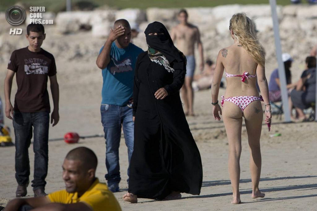 арабки на пляже 10