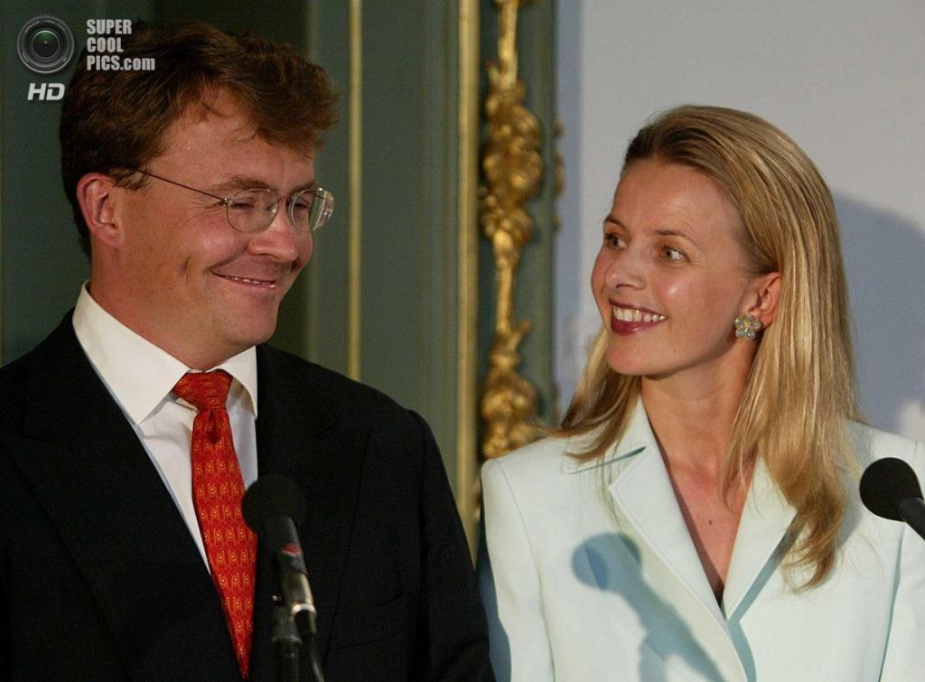 2003 год. Нидерланды. Гаага. Прин Фризо и Мейбл Виссе Смит во время объявления о помолвке. (ANP/Ed Oudenaarden)