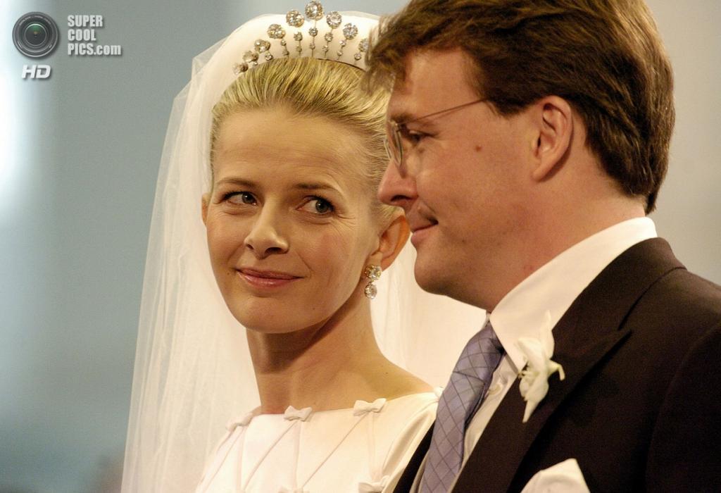 24 апреля 2004 года. Нидерланды. Делфт. Во время церемонии венчания  Фризо и Мейбл. (ANP/Lex van Lieshout)