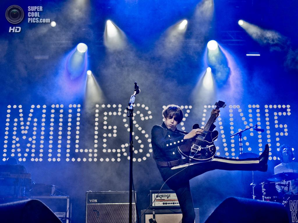 Нидерланды. Биддингхёйзен, Флеволанд. 17 августа. Английский рок-музыкант Майлз Кейн. (NRC/Andreas Terlaak)