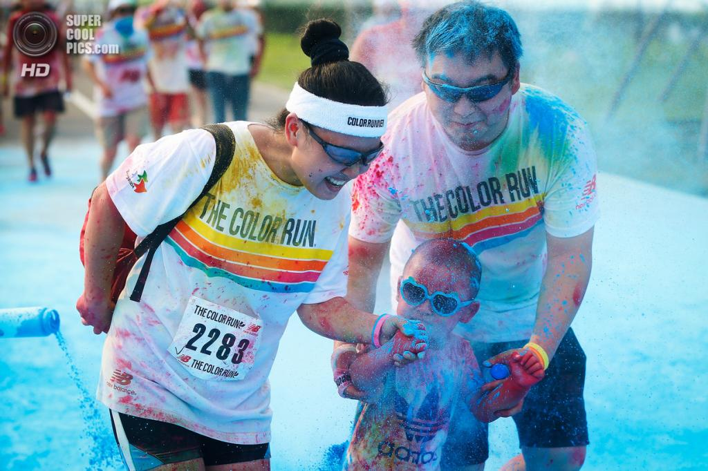 Китай. Пекин. 10 августа. Участники первого китайского «цветного забега» The Color Run. (Feng Li/Getty Images)