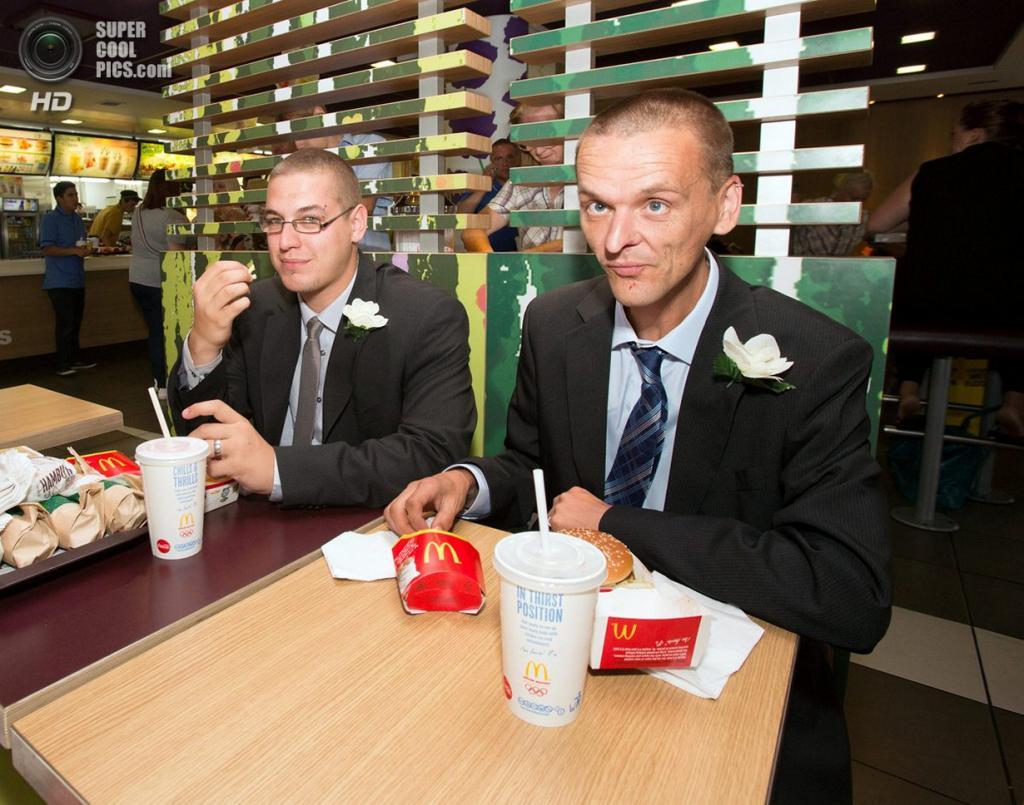 Великобритания. Бристоль, Англия. Свадьба в McDonald's. (SWNS.com)