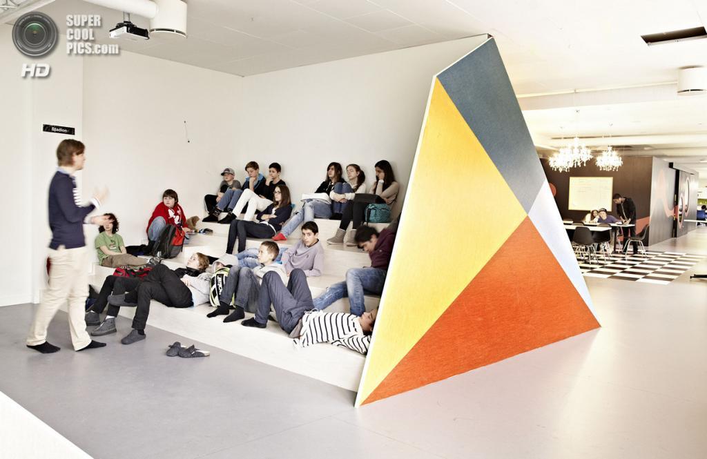 Швеция. Сёдермальм, Стокгольм. Школа Vittra, спроектированная Rosan Bosch. (Kim Wendt)