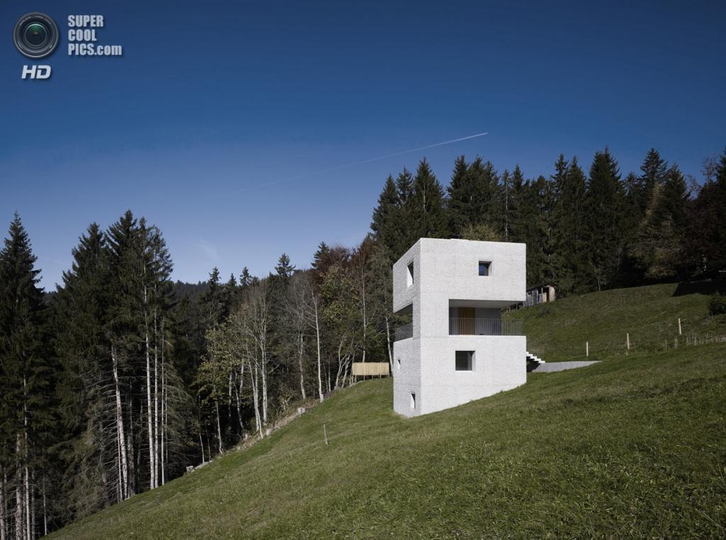 Австрия. Латернс, Форарльберг. Дом отдыха Alpine, спроектированный Marte.Marte Architekten. (Marc Lins)