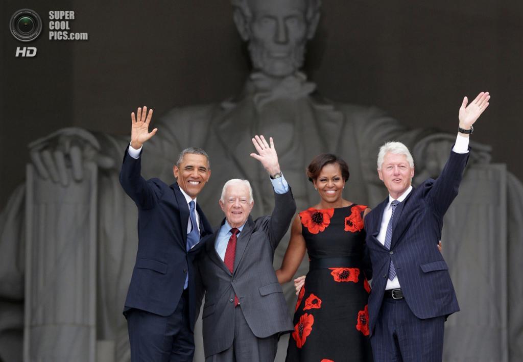 США. Вашингтон. 28 августа. Президент США Барак Обама (слева), его супруга Мишель Обама и экс-президенты США Джимми Картер (второй слева) и Билл Клинтон (справа) во время 50-й годовщины «Марша на Вашингтон за труд и свободу». (Alex Wong/Getty Images)