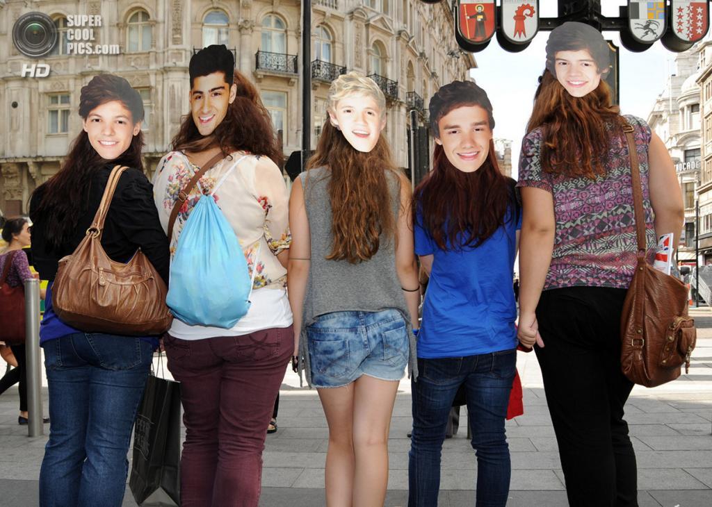 Великобритания. Лондон. 20 августа. Фанаты во время премьеры фильма «One Direction: Это мы» на площади Лестер-сквер. (SAV/FilmMagic)
