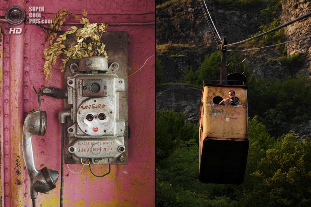 Грузия. Чиатура, Имеретия. Телефон в кабине одного из подвесных вагончиков. На фото справа: Шахтёр курит по дороге на работу, высунувшись из окон вагончика. (Amos Chapple)