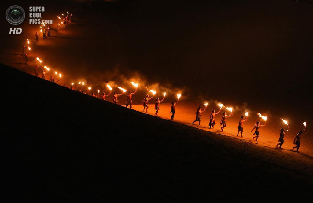 Китай. Ордос, Внутренняя Монголия. 21 июля. Традиционная монгольская ритуальная церемония в Сяншавани. (Feng Li/Getty Images)