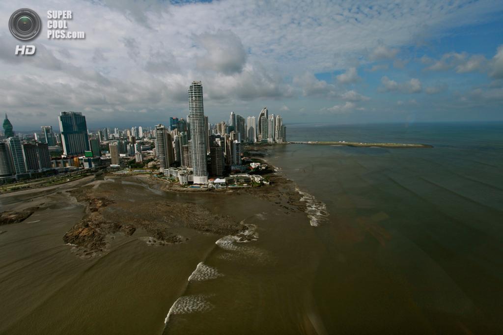 Панамский канал и окрестности. (Jake Barlow/CBS News)