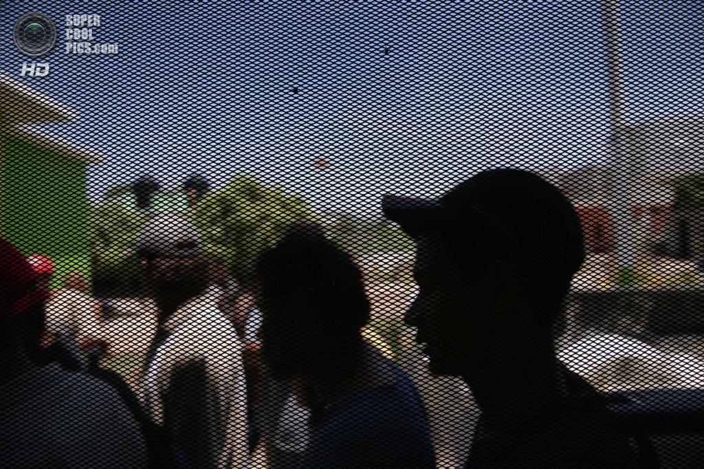 Мексика. Сьюдад-Истепек, Оахака. 4 августа. Гватемальские нелегальные иммигранты в очереди за обедом в убежище «Hermanos en el Camino», что можно перевести как «Братья в пути». (John Moore/Getty Images)