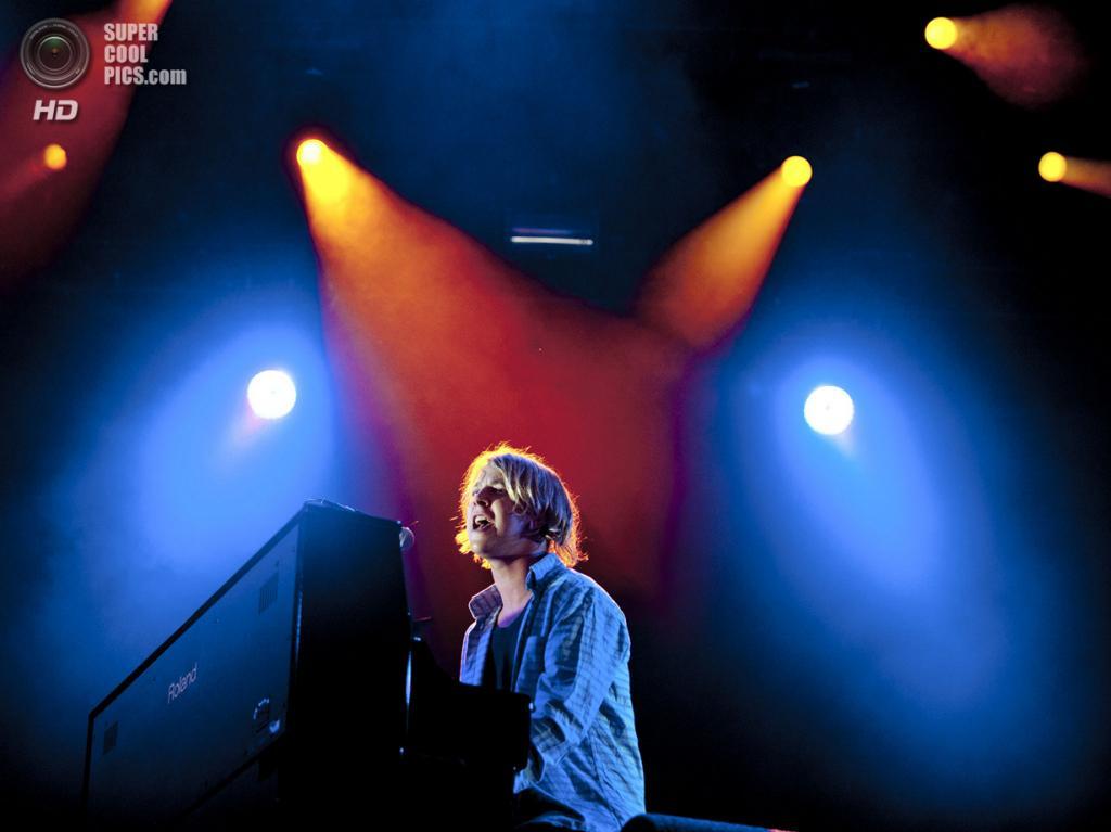 Нидерланды. Биддингхёйзен, Флеволанд. 16 августа. Английский певец Том Оделл. (NRC/Andreas Terlaak)