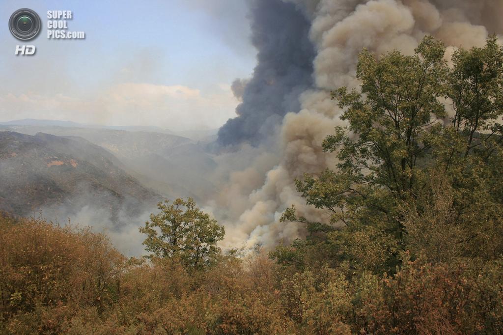 США. Гровленд, Калифорния. 21 августа. Лесной пожар, угрожающий экосистеме Национального парка Йосемити. (AP Photo/U.S. Forest Service)