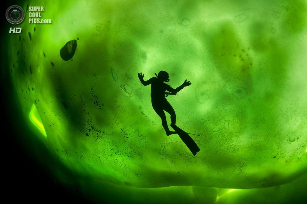 Атлет: Катерина Хамсикова. Место: Белое море, Россия. (George Karbus/Red Bull Illume)