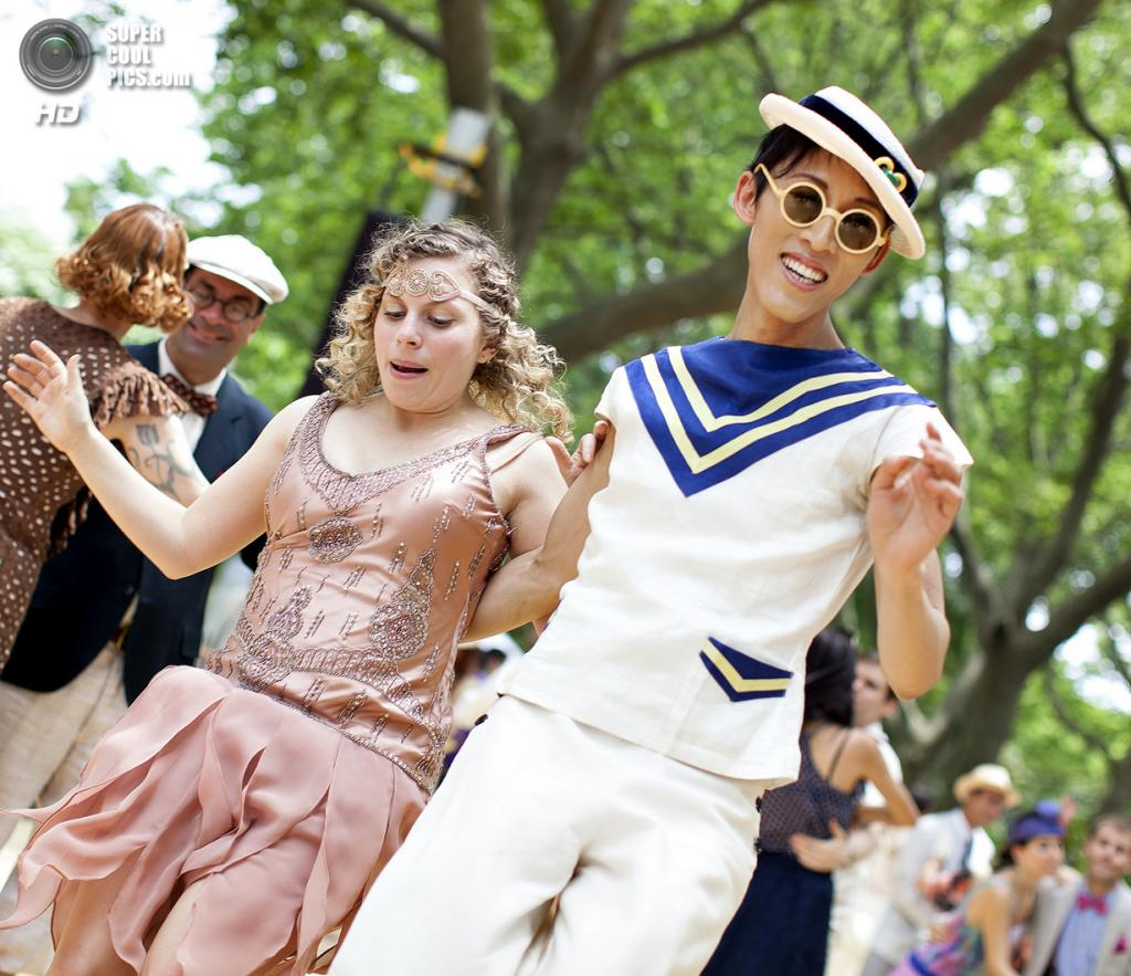 США. Нью-Йорк. Во время фестиваля Jazz Age Lawn Party на Губернаторском острове. (jwoodford35)