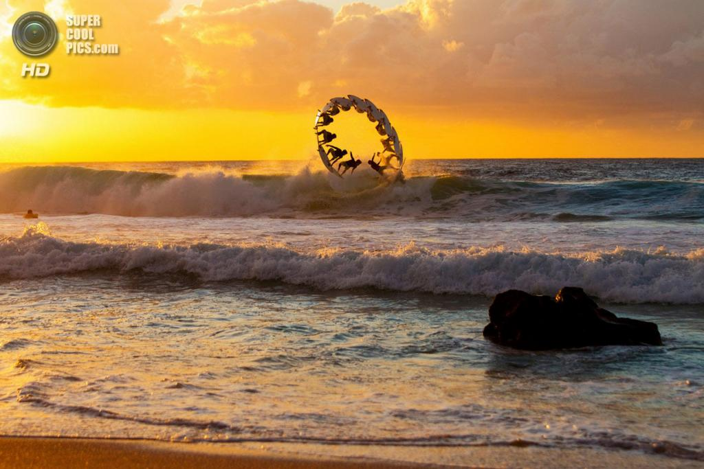 Атлет: Габриэль Медина. Место: Оаху, Гавайи, США. (Zakary Noyle/Red Bull Illume)
