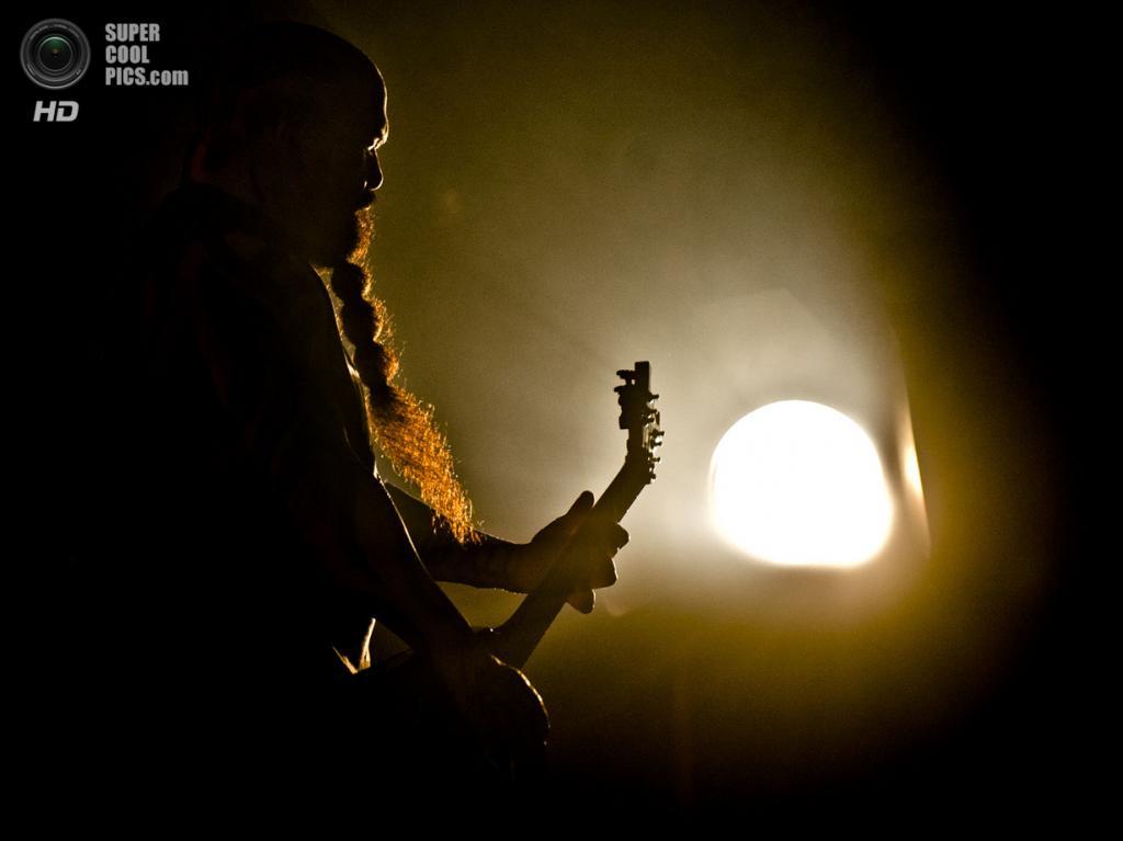Нидерланды. Биддингхёйзен, Флеволанд. 16 августа. Гитарист трэш-метал-группы Slayer Керри Кинг. (NRC/Andreas Terlaak)