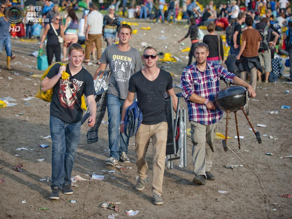 Нидерланды. Биддингхёйзен, Флеволанд. 15 августа. Прибытие гостей. (NRC/Andreas Terlaak)