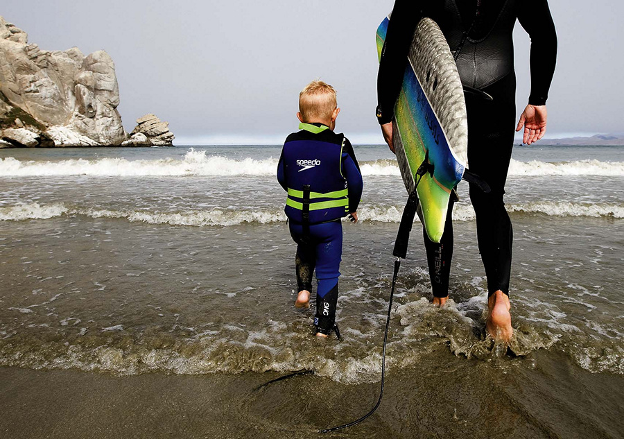 Трёхлетний сёрфер-блондин (8 фото + видео)