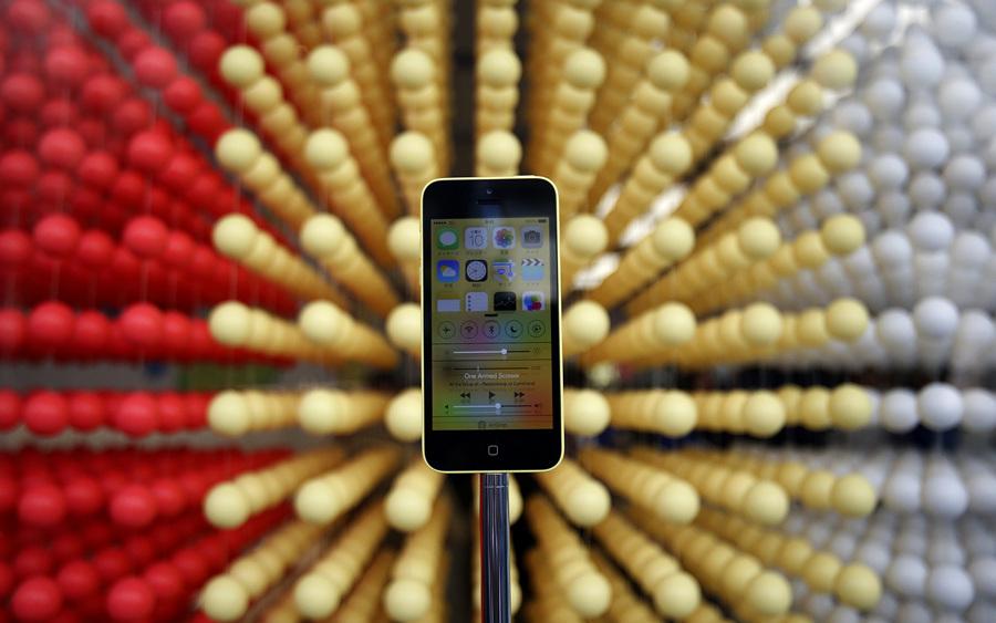 Эйфория: Начало продаж новых iPhone (15 фото)