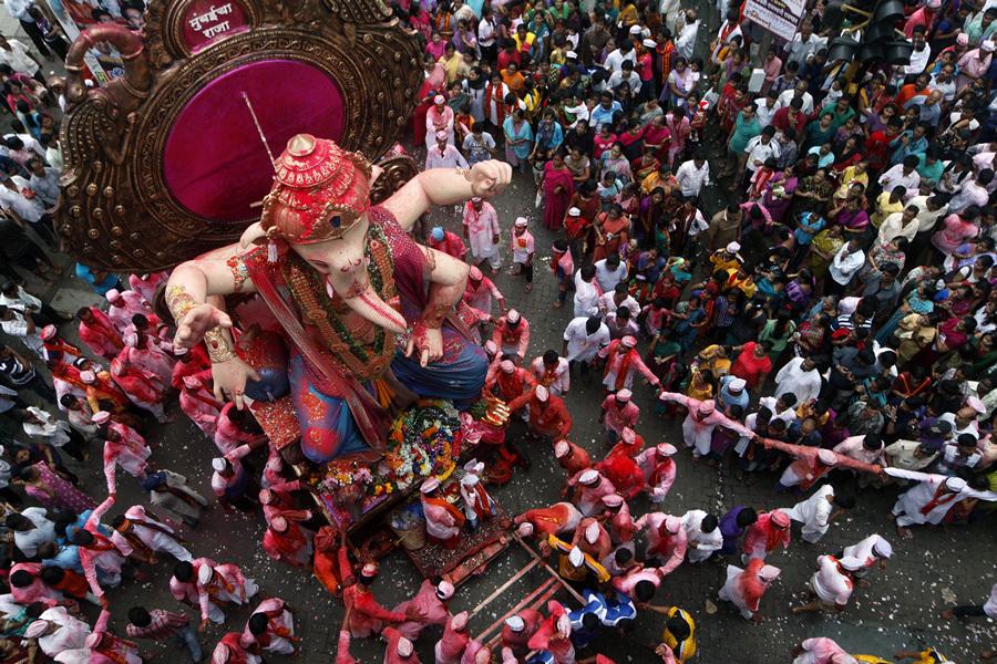 Чествование идола с головой слона (20 фото)
