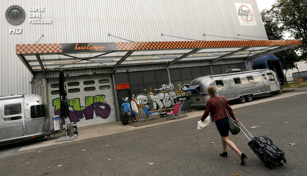 Германия. Бонн, Северный Рейн-Вестфалия. 20 сентября. Отель Base Camp Bonn Young Hostel, где вместо апартаментов предлагаются трейлеры. (REUTERS/Wolfgang Rattay)