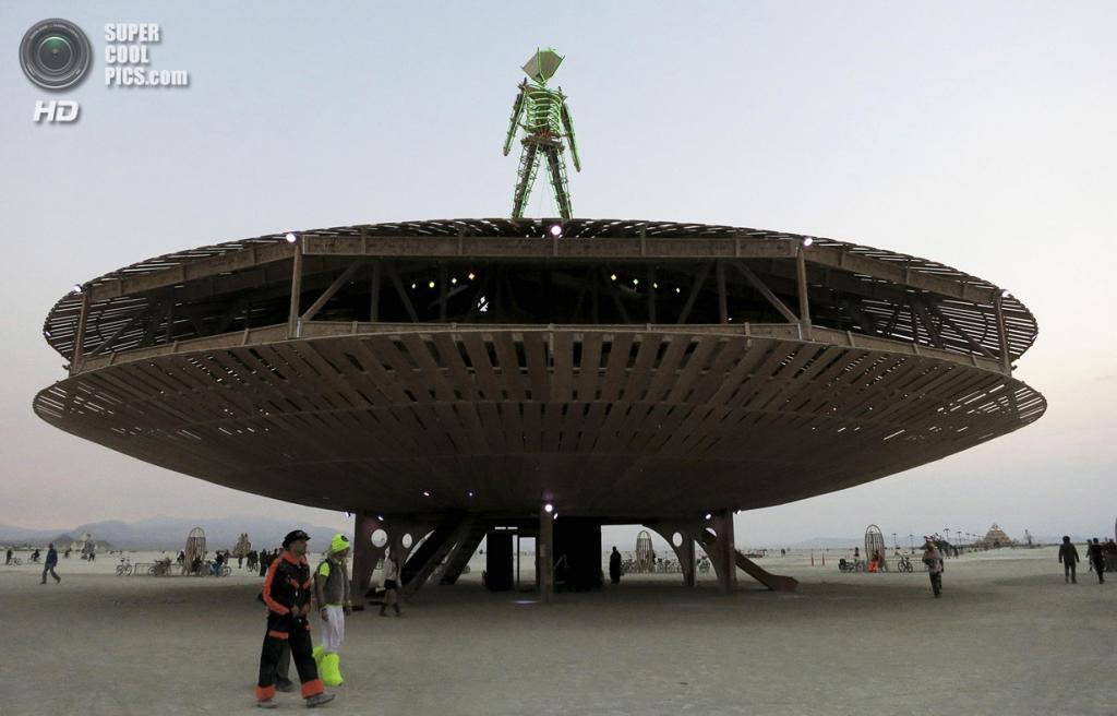 США. Невада. Пустыня Блэк-Рок. Во время фестиваля Burning Man 2013. (REUTERS/Jim Bourg)