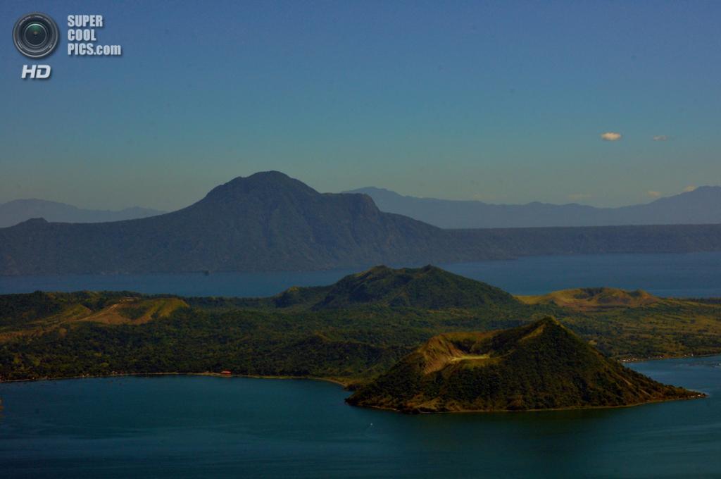 Филиппины. Батангас. Вулкан Тааль и близлежащее озеро. (Allain)
