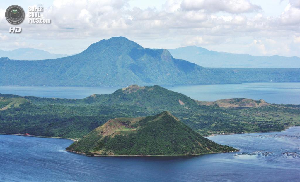 Филиппины. Батангас. Вулкан Тааль и близлежащее озеро. (Jet Alvarado)