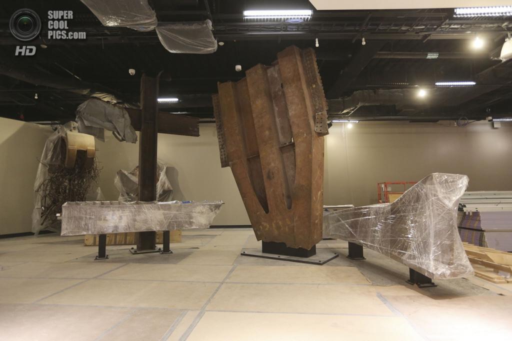 США. Нью-Йорк. 11 сентября. Сохранившиеся обломки от зданий Всемирного торгового центра в Национальном мемориальном центре и музее 11 сентября. (Foto AP / Mary Altaffer)