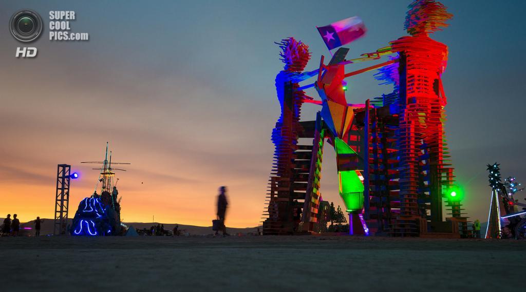 США. Невада. Пустыня Блэк-Рок. Во время фестиваля Burning Man 2013. (Neil Girling)