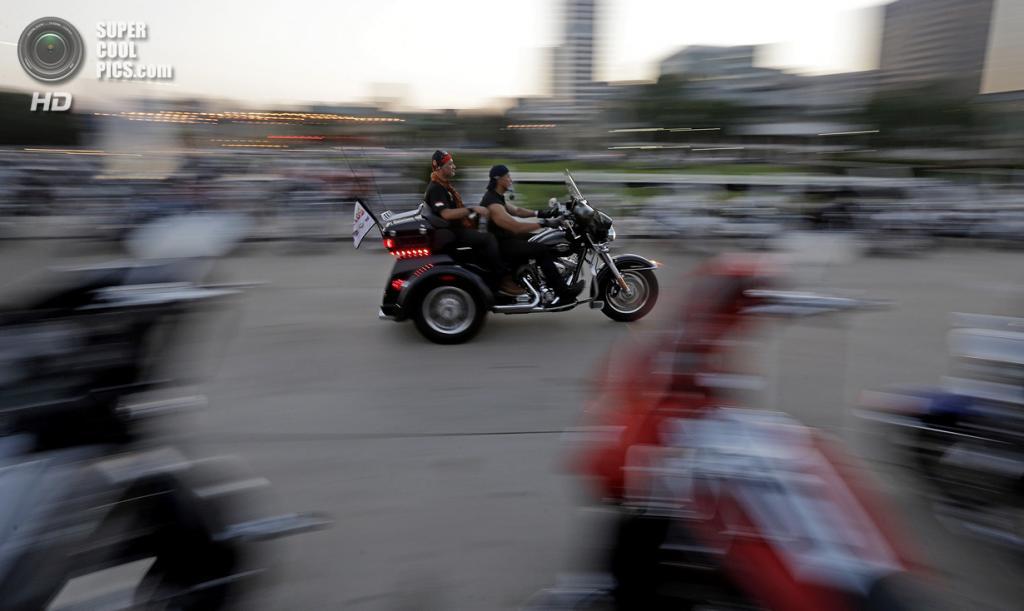 США. Милуоки, Висконсин. 29 августа. Празднование дня рождения Harley-Davidson. (AP Photo/Morry Gash)